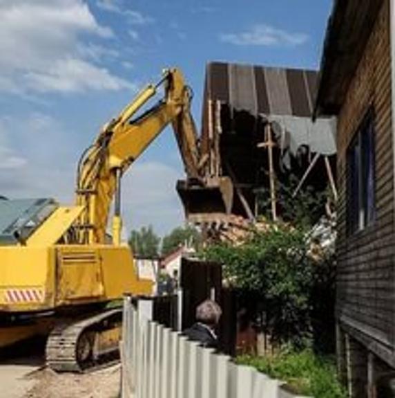 Видео, как в Татарстане тяжелая техника сносит цыганский поселок