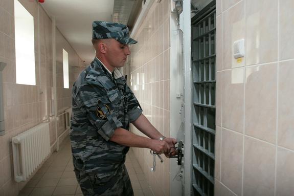 Избившего журналиста НТВ хулигана отправили за решетку на 5 суток