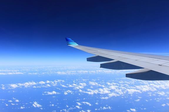 В аэропорту Шереметьево готовятся к посадке самолета с заклинившим крылом