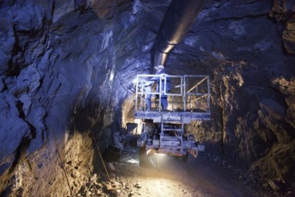 """Один из пропавших горняков шахты """"Мир"""" вышел на связь"""