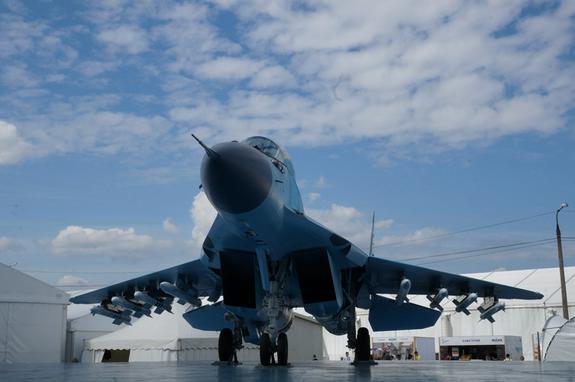 Порошенко совершил полет на советском истребителе (ВИДЕО)