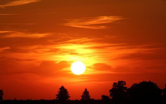Фото «заправляющихся» солнечной плазмой НЛО появились в интернете