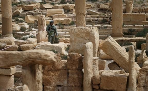 Сирийские войска окружили крупнейшую базу террористов в Хомсе