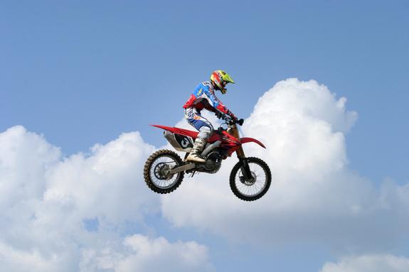 На автодроме  в Подмосковье состоялся  первый полет летающего мотоцикла