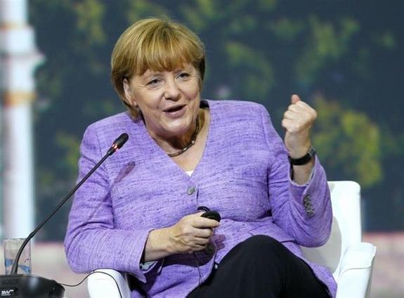 В Меркель запустили помидоры на предвыборном митинге