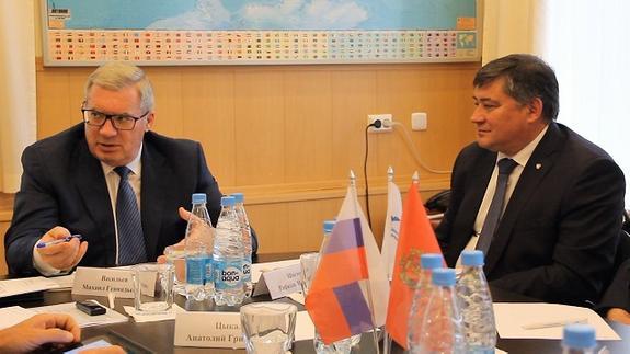 Губернатор Виктор Толоконский посетил Центрально-Сибирскую торгово-промышленную