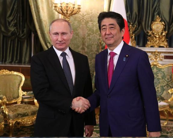 Кремль заинтересовался предложением Синдзо Абэ Путину провести поединок по дзюдо