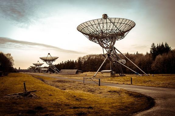 Сверхмощный сигнал из далекой галактики приняли немецкие астрономы