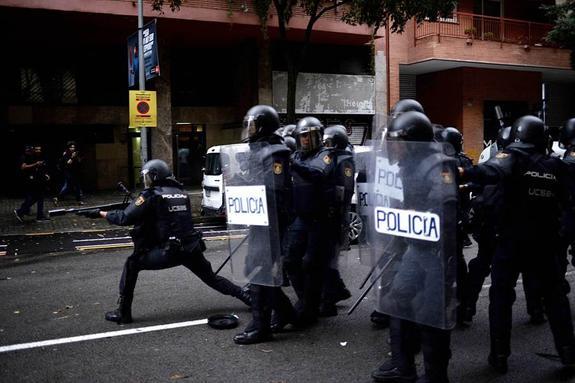 В Каталонии в столкновении с полицейскими пострадали несколько десятков человек