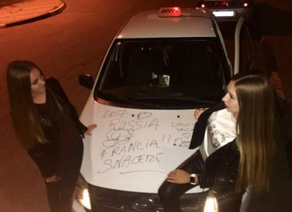 Актер «Такси» оставил автограф на машине керчанина