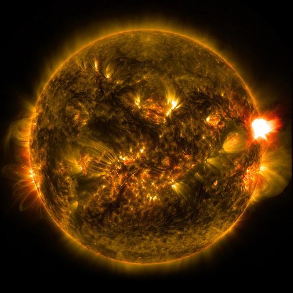 На Солнце заметили фигуру в форме сердца размером около миллиона километров
