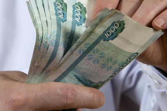 Зарплаты чиновникам и депутатам увеличат в будущем году