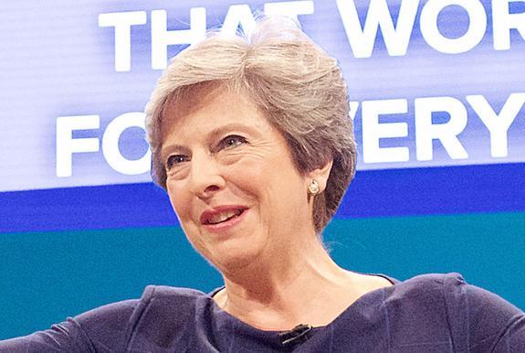 Власти Великобритании опровергли слухи об отставке Терезы Мэй