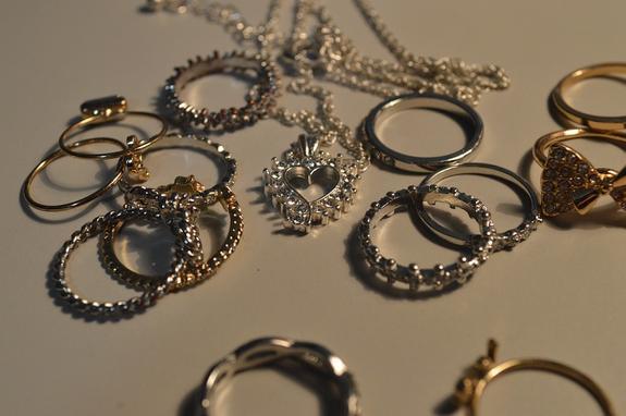 Житель Азова подозревается в краже украшений из ювелирных салонов на 20 млн руб.