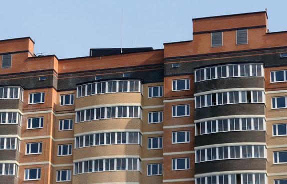 В Санкт-Петербурге рабочий сорвался с высоты 11 этажа из-за неисправности троса