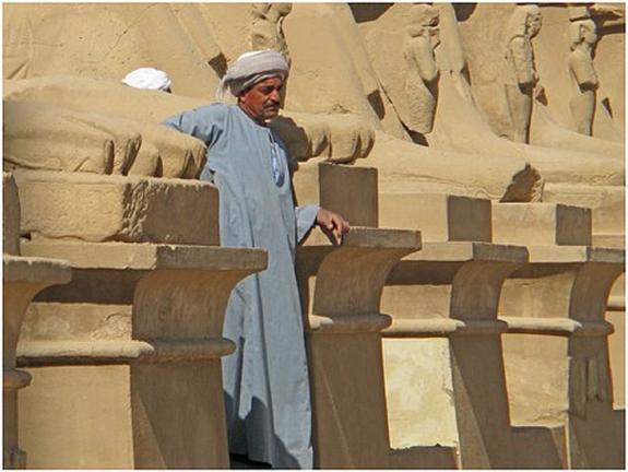 В египетском Луксоре расчищают вход в древнюю гробницу
