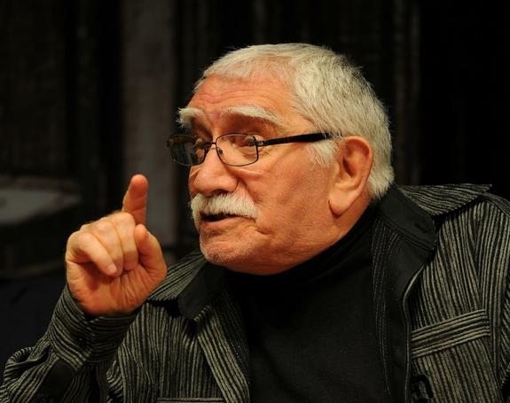 Армен Джигарханян вернулся к работе в своем театре