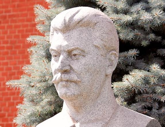Глава ВТБ и топ-менеджер банка пришли на вечеринку в костюмах Сталина и Хрущева