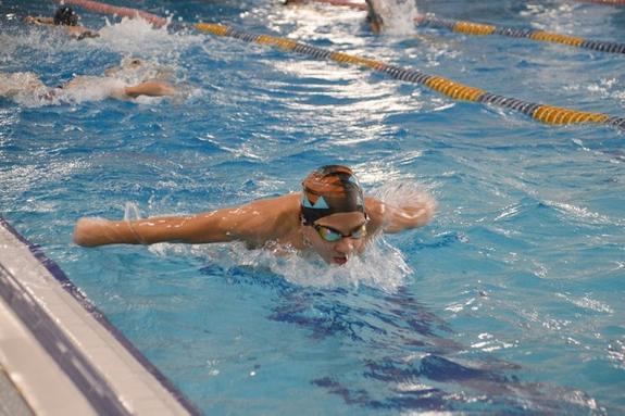 Сахалинские пловцы завоевали более 50 медалей на соревнованиях по плаванию