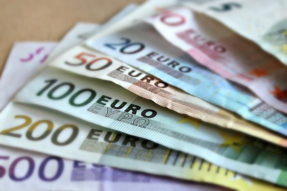 Не менее 400 тысяч евро похитили из московского банка