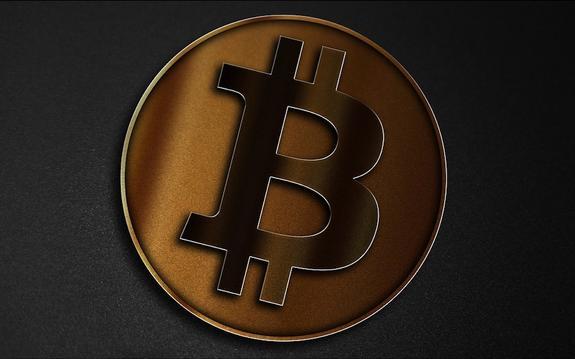 Цена биткоина впервые в истории достигла 7 тысяч долларов