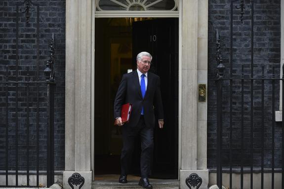 СМИ узнали настоящую причину отставки британского министра обороны