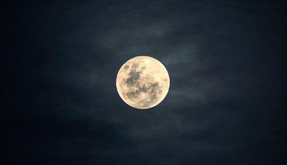 Луна сегодня приблизится к Земле на максимально близкое расстояние