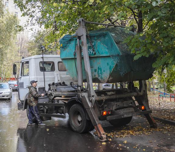 В Севастополе поймали угонщиков мусоровоза
