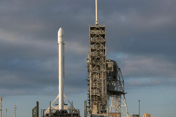 Трамп поздравил Маска с успешным запуском ракеты-носителя Falcon Heavy