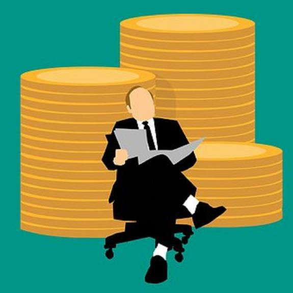 Стала известна средняя зарплата федерального чиновника в России