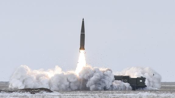 Минобороны показало  боевой пуск ракеты «Искандер-М» в Астраханской области