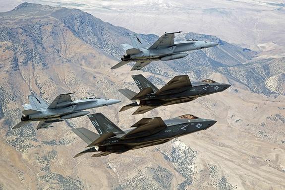 Половина американских новейших истребителей F-35 не способны летать