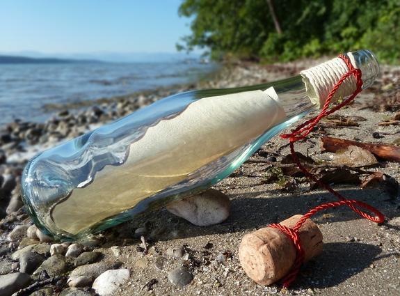 На пляже Австралии нашли старейшее в мире письмо в бутылке