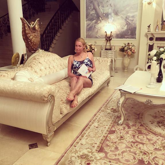 Бывший водитель Волочковой рассказал, сколько у нее квартир