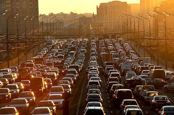 Предпраздничные пробки в Москве достигли 9 баллов