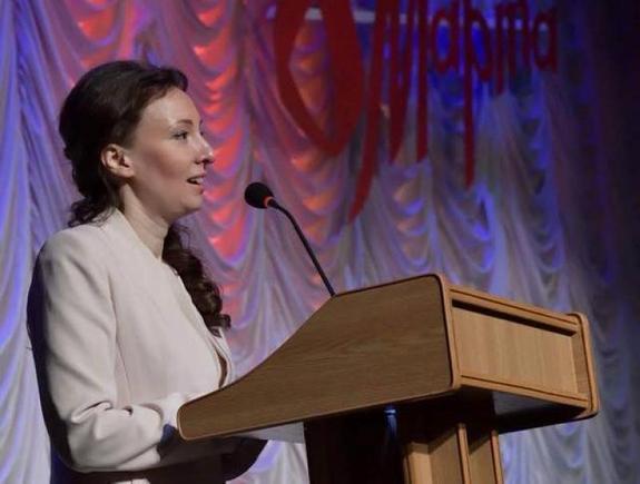 Детский омбудсмен Анна Кузнецова  8 марта  рассказала о важности материнства