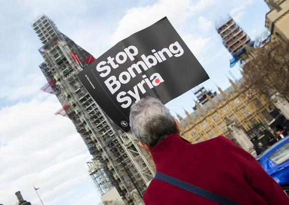 Жители США вышли на митинги против американской агрессии