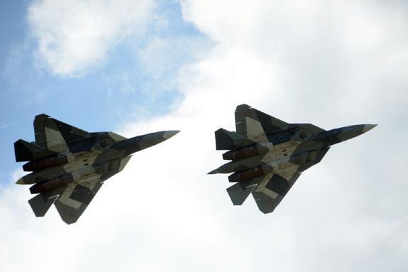 Видео, как новейшие Су-57 и МиГ-31 с «Кинжалами» пролетали над Красной площадью