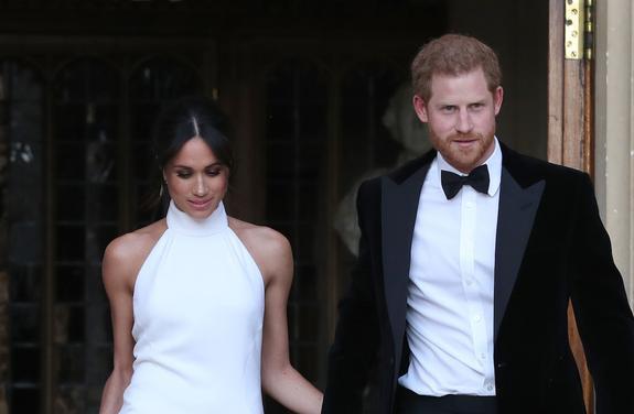 В сети обсуждают платье герцогини Сассекской для свадебного ужина