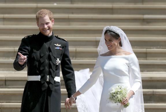 На официальных свадебных снимках принца Гарри замечены интересные детали