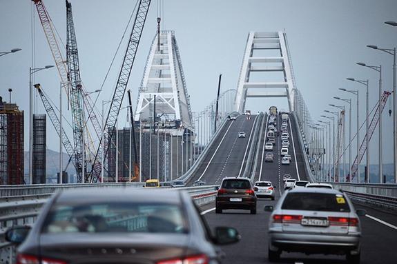 Крымский мост  напичкан камерами видеонаблюдения.За нарушение ПДД не уйти
