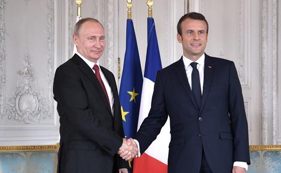 В Петербурге начались переговоры Путина и Макрона