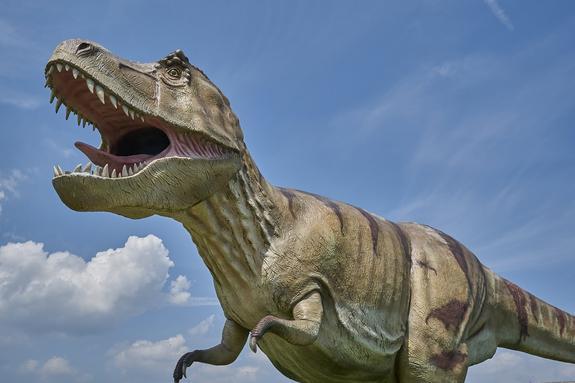 Плывущий по Темзе динозавр перепугал британцев