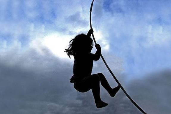 Ветер унес батут с детьми в Ленинградской области