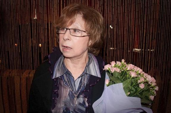 Актриса Лия Ахеджакова позировала на красной дорожке