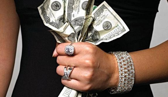"""""""Все в дом, все в семью"""", составлен рейтинг богатейших жен российских чиновников"""