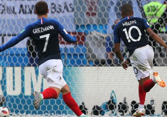 Франция -  Аргентина 4:3, французы первыми вышли  в ¼ финала