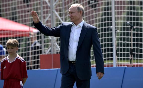 Путин следил за матчем России и Испании и 2 раза звонил Черчесову