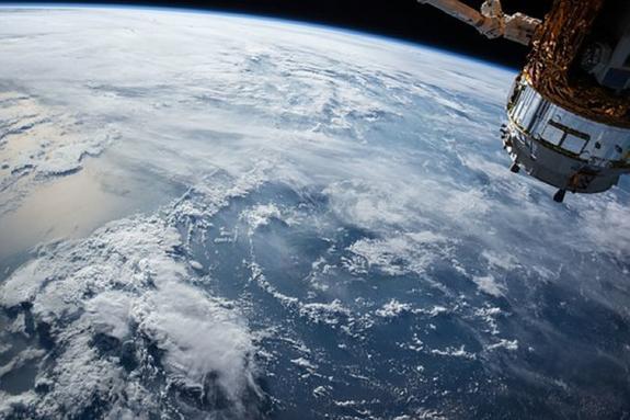 Видео из космоса: с МКС поздравили Россию с победой