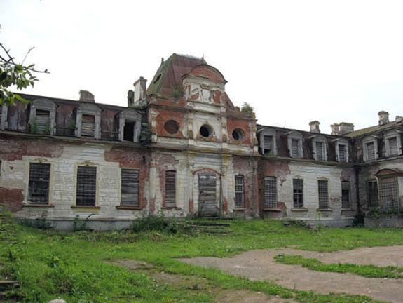 В Псковской области сгорела усадьба Строгановых 19 века